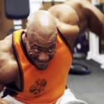 Chceš-li svaly mít, v posilovně musíš dřít!