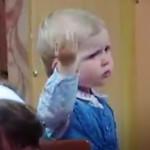 Malá holčička diriguje sbor jako profesionálka!