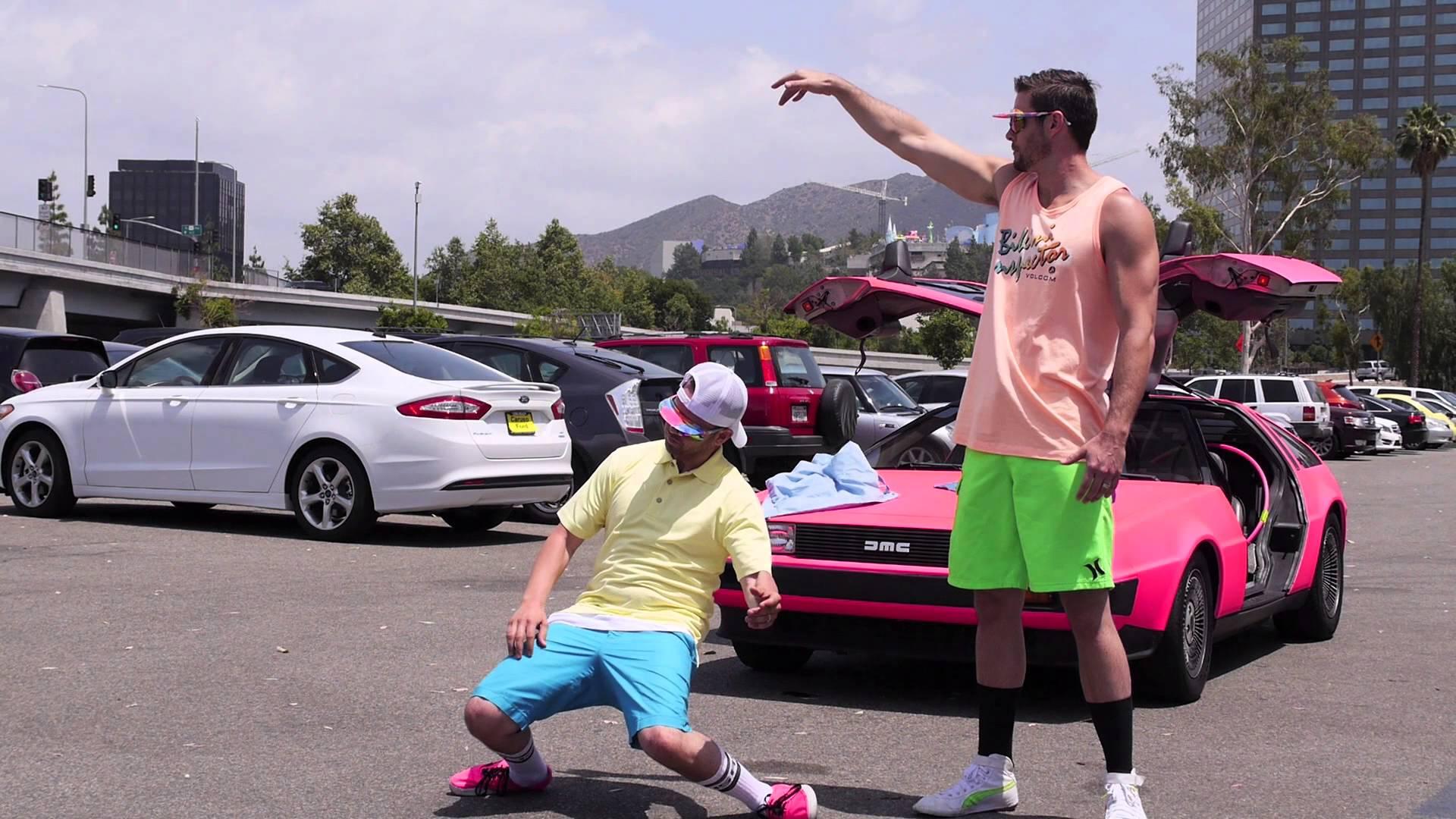 Tihle kluci se sice oblékají jako gayové, ale tančit umí!