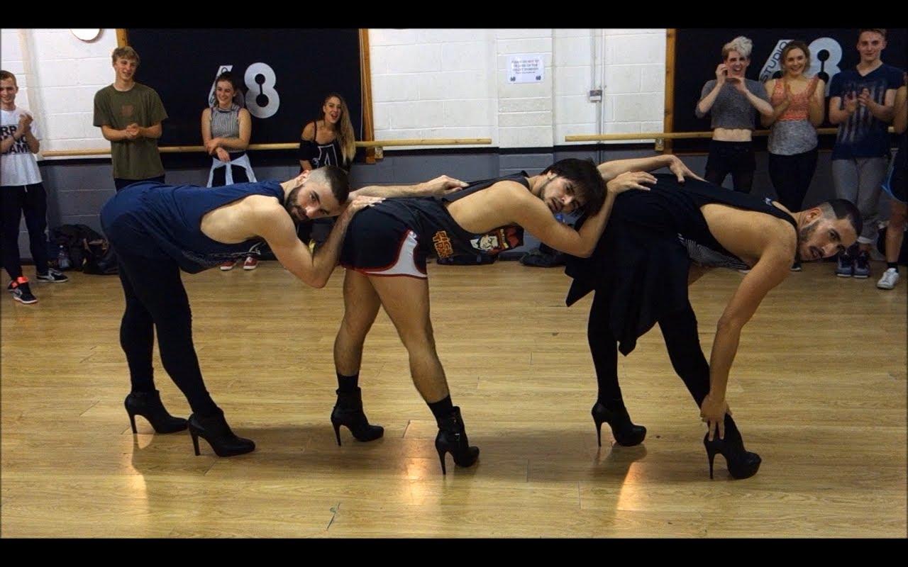 Tihle kluci tančí jako bohyně! Je to ale úchylné, převelice…