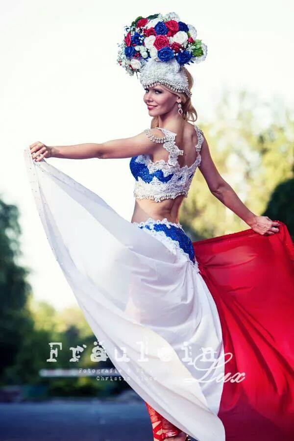 12 National costume photo shoot MET 2014!
