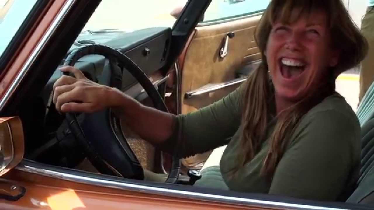 Syn daroval své mamince vysněné auto! Její reakce je dojemná