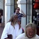 Podívejte se na překvapivou reakci Ježíše, když spatřil letící dítě!