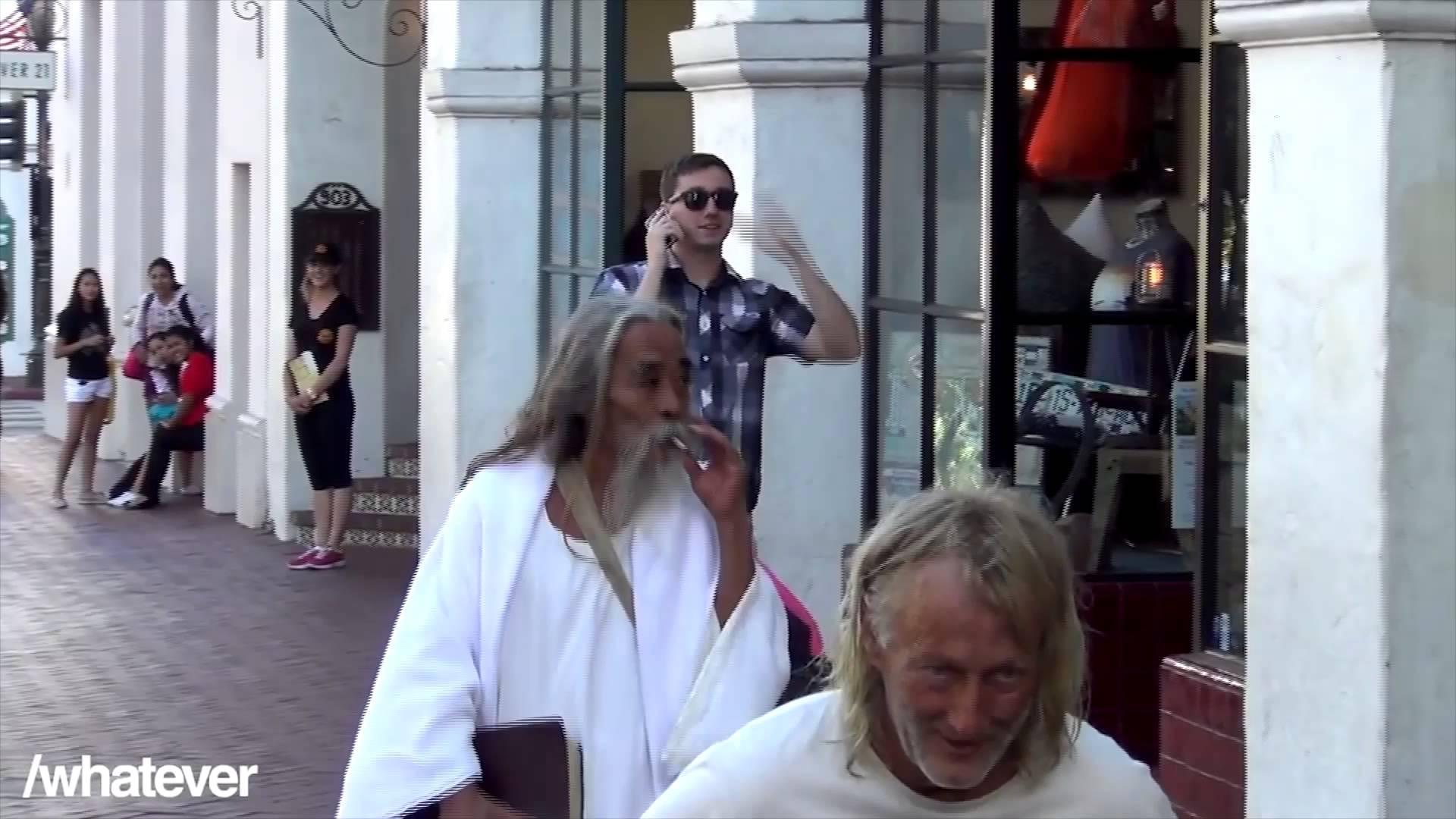 Podívejte se na překvapivou reakci Ježíše, když spatří letící dítě!