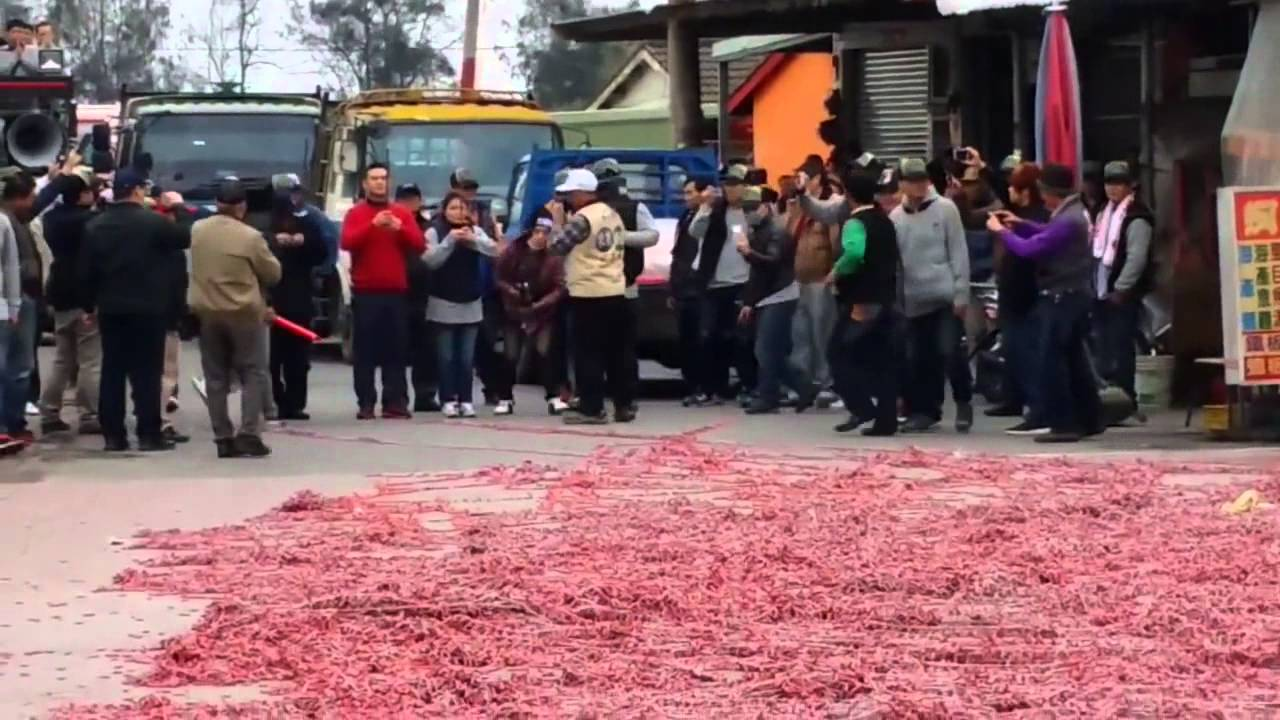 V Číně zapálili 1 000 000 petard najednou!