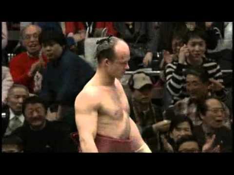 Sumo wrestler dostal soupeře během vteřiny