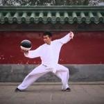 Když se spojí bojové umění taiči s basketbalovým míčem