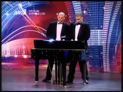 Frajeři svedou hrát na piáno i s…