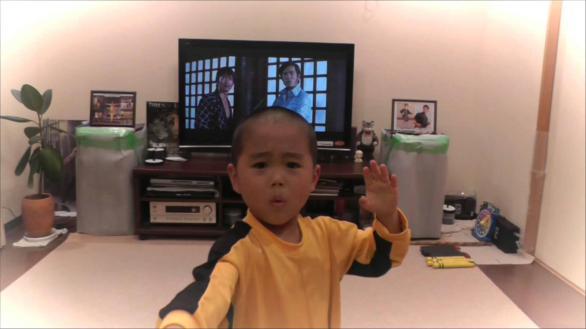 Důkaz reinkarnace? Pětiletý chlapec jako Bruce Lee!