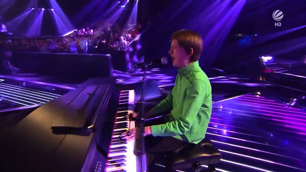 Energický zpěv mladíka zvedne ze židle i vás!