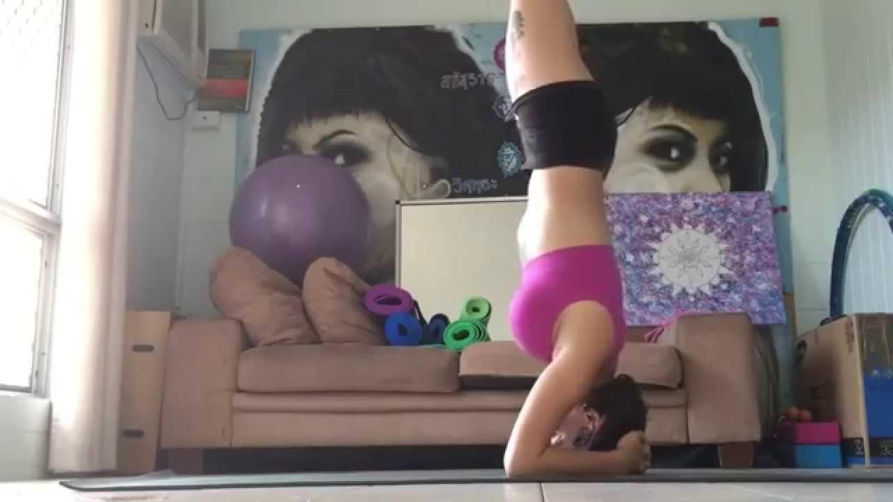 Chtěla ukázat něco z jógy, ale místo toho ukázala číču