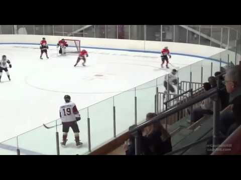 Hokejista chtěl zlikvidovat protihráče, místo toho se ztrapnil