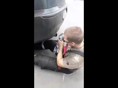 Běloruský mechanik se nebojí zašpinit – to je frajer!