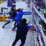 NEVYČÍSLITELNÁ ŠKODA: Na holky spadl regál s alkoholem