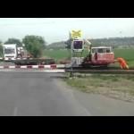 Šokující situace na železničním přejezdu: Tohle nikdo nečekal!