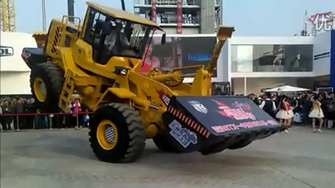 Tančící buldozer – to jste ještě neviděli!