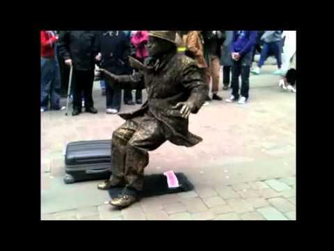 Úžasná lidská socha: z toho se mnozí posadí na zadek!
