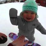 Nejmladší snowboardistka na světě! Je jí teprve 14 měsíců!