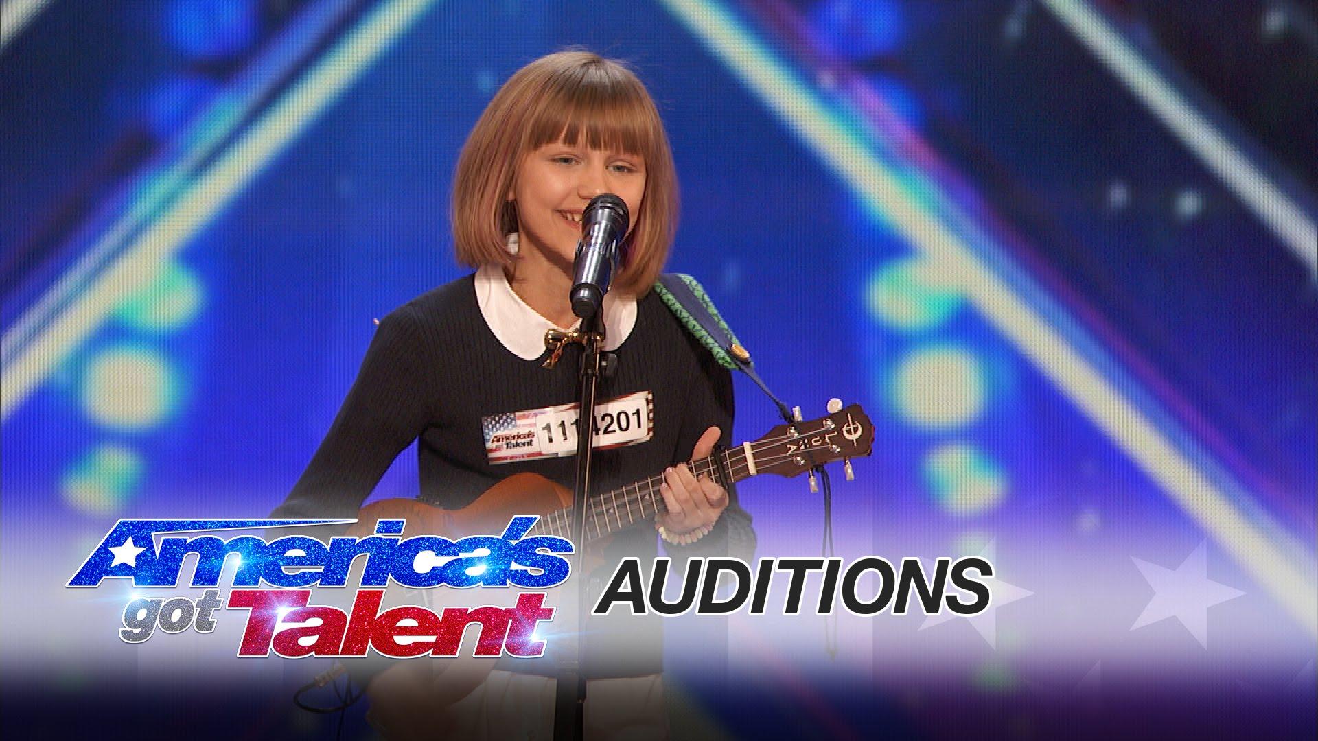 Je jí 12, hraje na ukulele, skládá písně, zpívá… a získá si i vás!