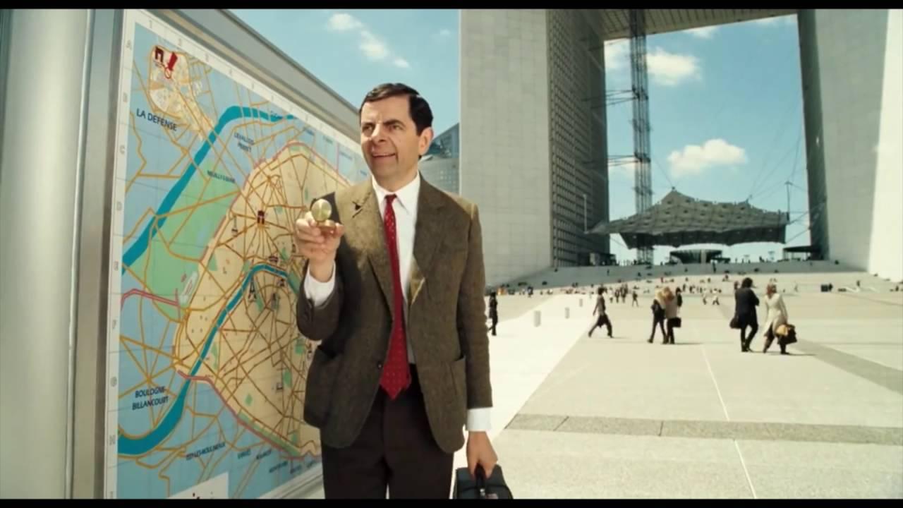 Legendární komik Mr. Bean hledá pokémony v ulicích!