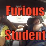 Vypečení instruktoři v autoškole – Dívenka je prý málem zabila!