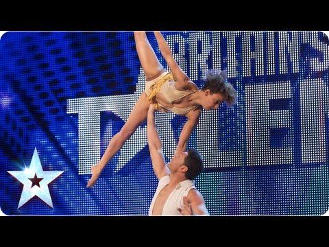 Odhazování, nadhazování, přehazování… Tento taneční pár je vskutku šmrncovní!