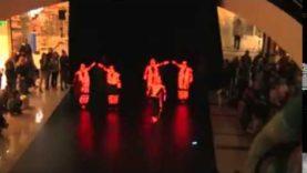 Parádní tanec plný světelných efektů!