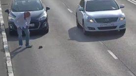 Mnoho ostudně lhostejných řidičů a jeden správný chlap