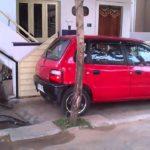 Geniální způsob parkování auta na malém prostoru