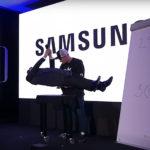 Leoš Mareš dokáže létat! Co vše umí Samsung S8? Odpověď zná kouzelník Magic Lepic